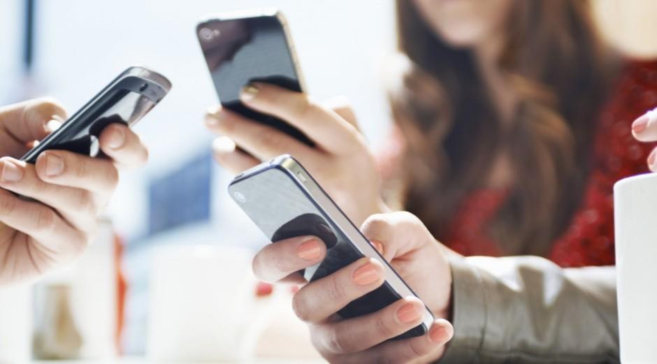 Governador libera uso de celulares para fins pedagógicos em escolas estaduais
