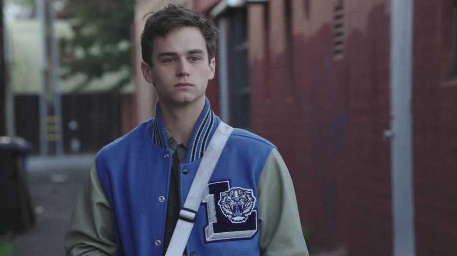 """Brandon Flynn, o Justin de """"13 Reason Why"""", é confirmado em outra série"""