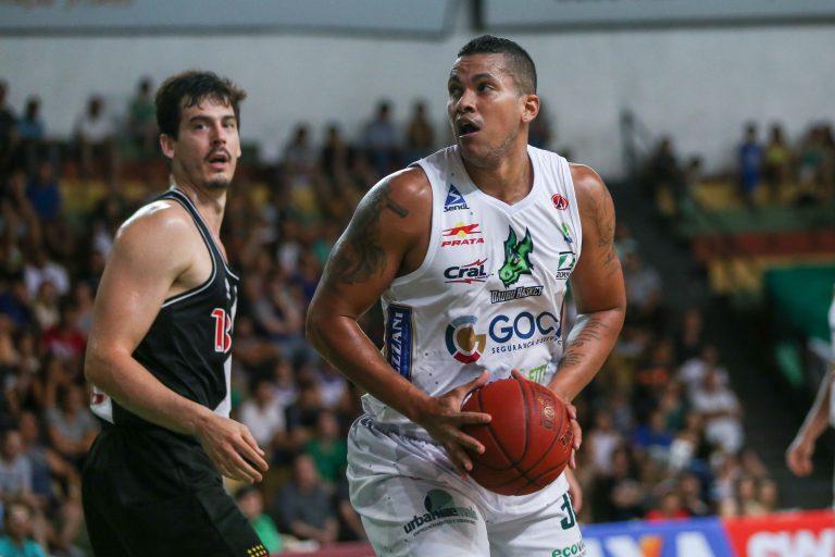 Bauru Basket volta às quadras para encarar o Vasco pela NBB