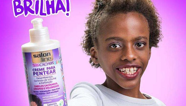 Após ataques racistas, youtuber de 11 anos posa como garota-propaganda de produto de beleza