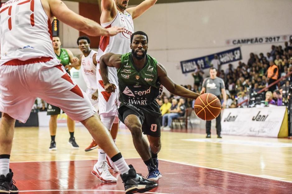 Paulistano vence o Bauru Basket no terceiro jogo da série