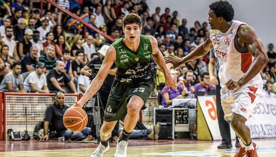 Gabriel Jaú, do Bauru Basket, ganha prêmio de Jovem Destaque do NBB10
