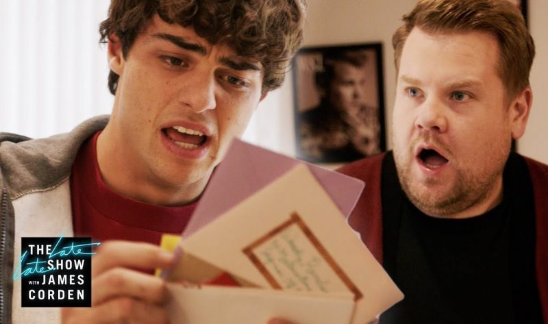 "Noah Centineo recebe cartas de James Corden em novo capítulo do ""The Late Late Show"""